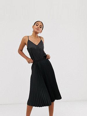 Outrageous Fortune Tall Svart midilång skaterklänning med plisserad kjol