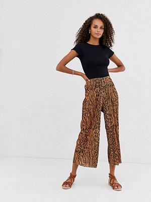 ASOS DESIGN Plisserade culotte-byxor med blandade djurmönster