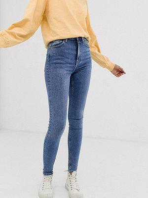 """Weekday Mellanblå skinny jeans med hög midja """"Bleecker blue""""-tvätt"""""""