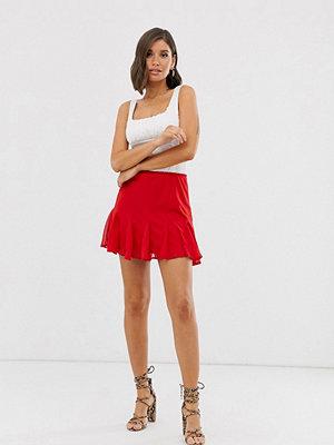 TFNC Röd minikjol med volangfåll