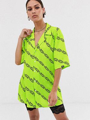 Skjortor - Vintage Supply Avslappnad skjorta med platt krage och heltäckande logga Lime