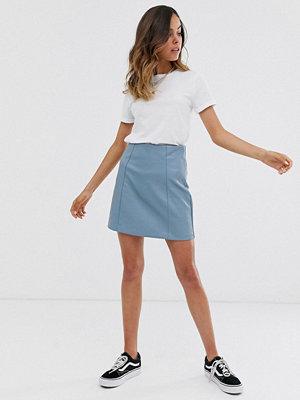 New Look Blå minikjol i PU Ljusblå