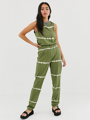 Noisy May Willow Batikmönstrad jumpsuit Winter moss/white