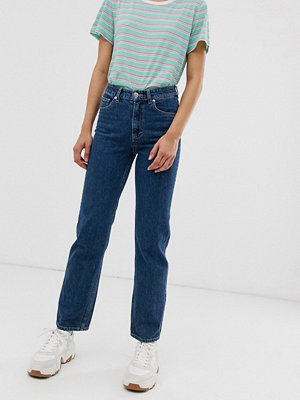 Monki Imko Mellanblå jeans med raka ben och ekologisk bomull