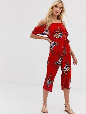 Ax Paris Blommig jumpsuit med bar axel Röd