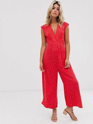 ASOS DESIGN Rödprickig tea-jumpsuit med v-ringning och öppen rygg Röd/vit