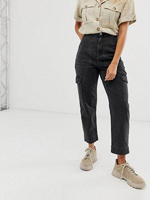 Weekday Svarta jeans med flera fickor och tvättad finish