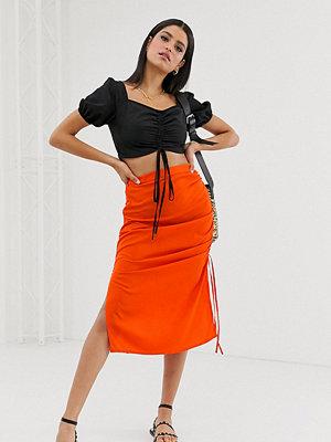 Vero Moda Tall Snedskuren midikjol med indragen sida i neon Mandarin tango