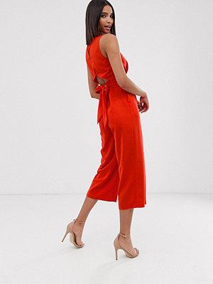 Warehouse Röd jumpsuit med öppen rygg