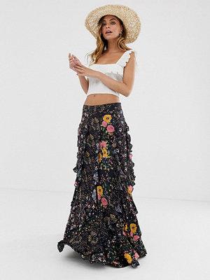 Free People Forever Flirt Blommig kjol med flera lager Svart kombination