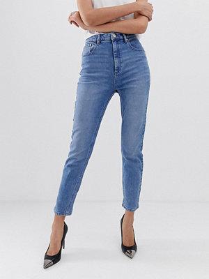ASOS DESIGN Farleigh Ljusblåa mom-skinny jeans med hög midja
