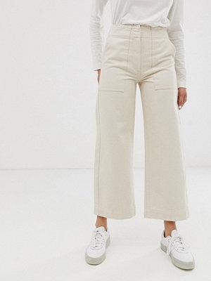 ASOS DESIGN Gräddvita korta carpenter-jeans med vida ben och kontrasterande söm Écru
