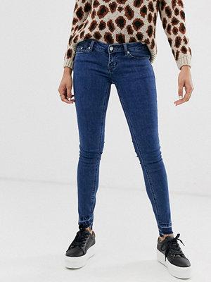 Only Wonder Ankellånga skinny jeans med fransig fåll och låg midja Mellanblå denim