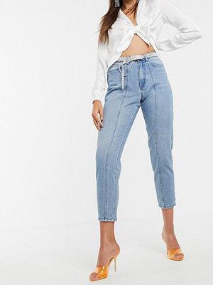 Missguided Riot Blå mom jeans med dekorativ söm