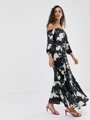 We Are Kindred Clover Blommig midaxi-kjol med volang Black camellia