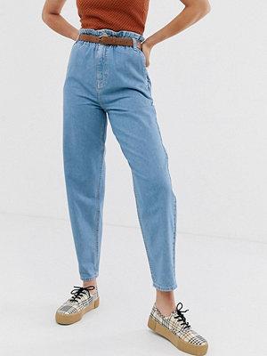 ASOS DESIGN Mjuka peg-jeans i ljus vintagetvätt med elastisk indragen midja Ljus tvätta look i vintagestil