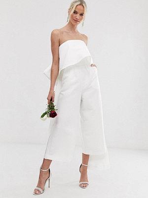 ASOS Edition Bröllopsjumpsuit i bandeau-modell med rosett Elfenben