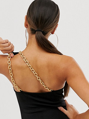 ASOS DESIGN Svart one shoulder-body med guldkedjedetalj