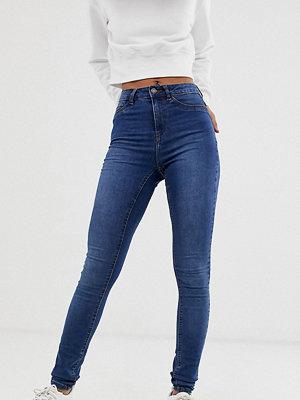 Noisy May Tall Callie Mellanblå skinny jeans med hög midja Blå