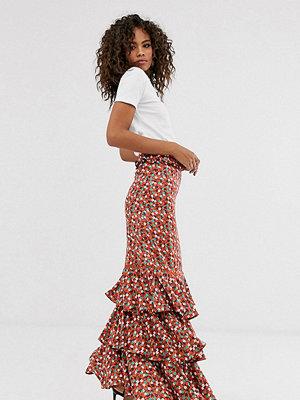 Glamorous Tall Småblommig midikjol med volanglager Rött