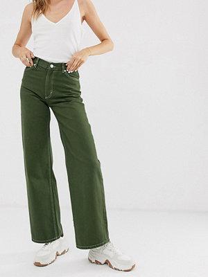 Monki Yoko Khakifärgade vida jeans i ekologisk bomull