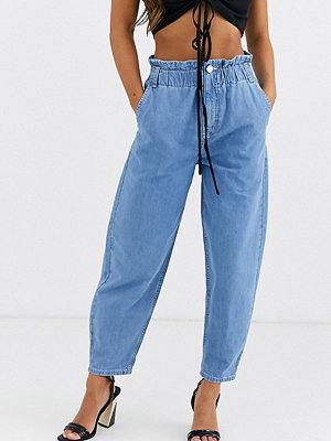 ASOS Petite Ljusblå mjuka peg-jeans med elastisk indragen midja Ljus tvätta look i vintagestil