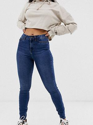 Noisy May Petite Callie Mellanblå skinny jeans med hög midja Blå