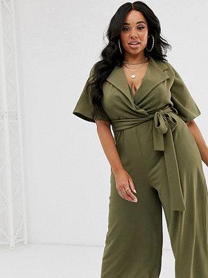 Boohoo Plus Khakifärgad jumpsuit med culotte-ben och midjeskärp Kakifärgad