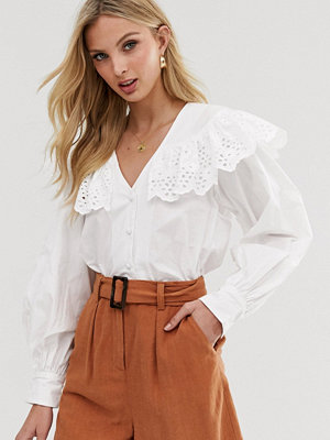 ASOS DESIGN Skjorta med lång ärm och broderad krage