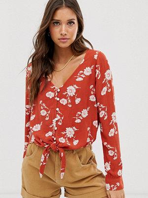 Hollister Skjorta med knäppning och knytning framtill Roströd blommigt
