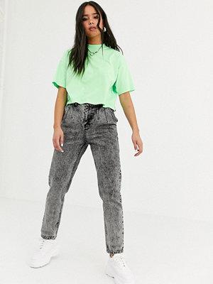 Signature 8 Mom jeans med veckad detalj Tvättad svart