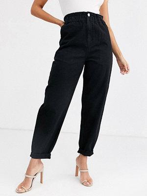ASOS DESIGN Svarta mjuka peg jeans med indragen midja med resår Tvättad svart