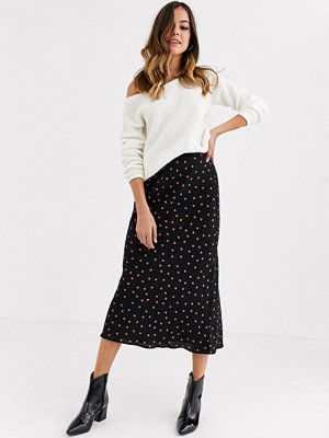 New Look Rödprickig diagonalskuren kjol Svart mönster