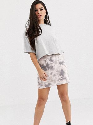 ASOS Petite Batikmönstrad diagonalskuren slip-kjol Batikmönster