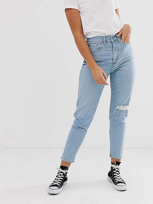 Levi's Mom jeans med slitna knän Arctic waves