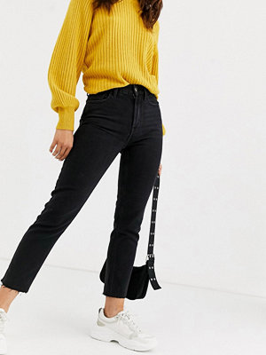 Only Jeans i regular fit med raka ben och råskuren kant
