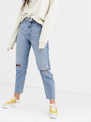 Bershka Blå mom jeans med skärp