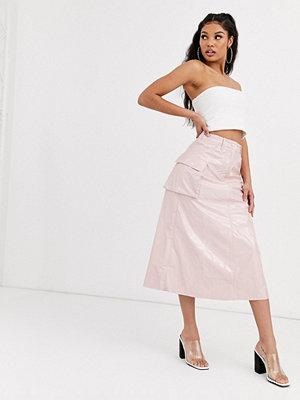 ASOS DESIGN Rosa A-linjeformad midikjol i vinyl