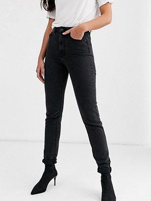 Vero Moda Tall Svarta ankellånga mom jeans med hög midja