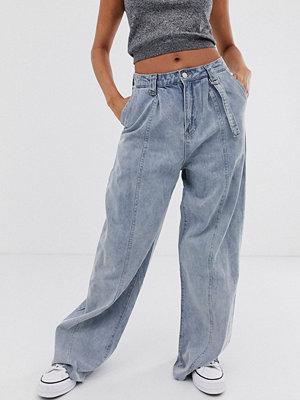 Emory Park Mom jeans i vintage fit med råskuren fåll Tvättad denim
