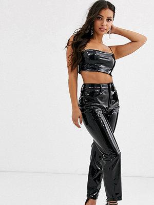ASOS Petite Farleigh Svarrta slim mom jeans med hög midja i vinyl