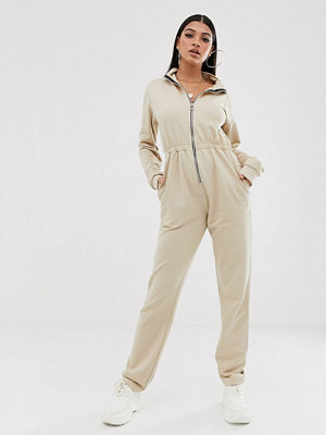 PrettyLittleThing Stenfärgad jumpsuit i funktionsmodell
