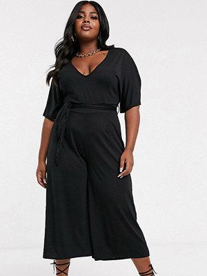 Jumpsuits & playsuits - PrettyLittleThing Plus Svart jumpsuit i culotte-modell med skärp i midjan