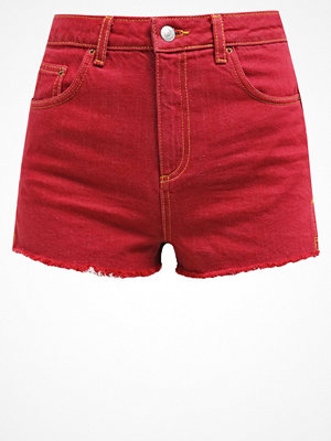 Topshop RAW HEM MOM   Jeansshorts red