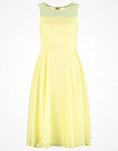 Dorothy Perkins Cocktailklänning yellow