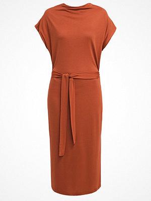 Selected Femme SFCELIA  Jerseyklänning rustic brown