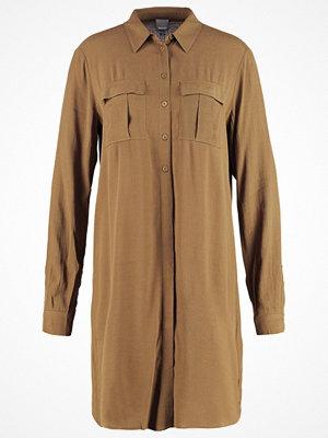 Bench HYPOTHETICAL Skjortklänning dark brown