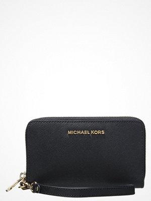 Plånböcker - MICHAEL Michael Kors JET SET TRAVEL Plånbok black