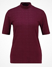 Karen by Simonsen JANDY  Tshirt med tryck winsor wine