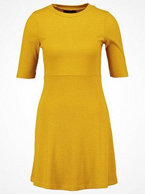 Even&Odd Stickad klänning yellow